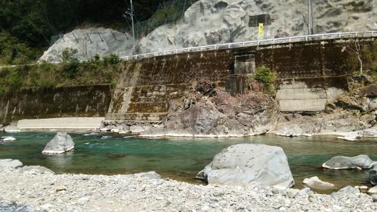 川辺川発電所堰堤下